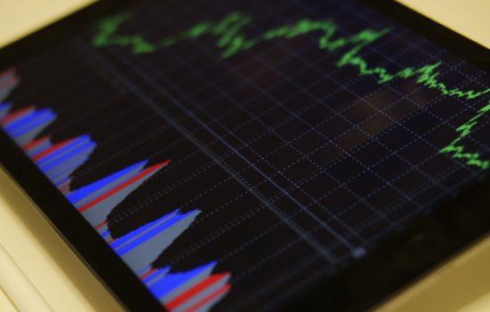 O que muda para o investidor com a queda brutal da Selic?