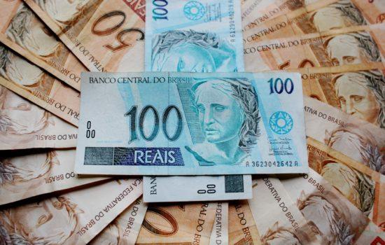 Especialistas analisam investimentos na bolsa e coronavírus