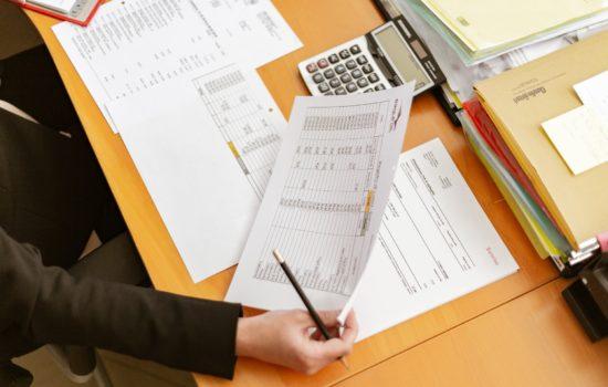 Entenda como as empresas podem manter as contas em dia?